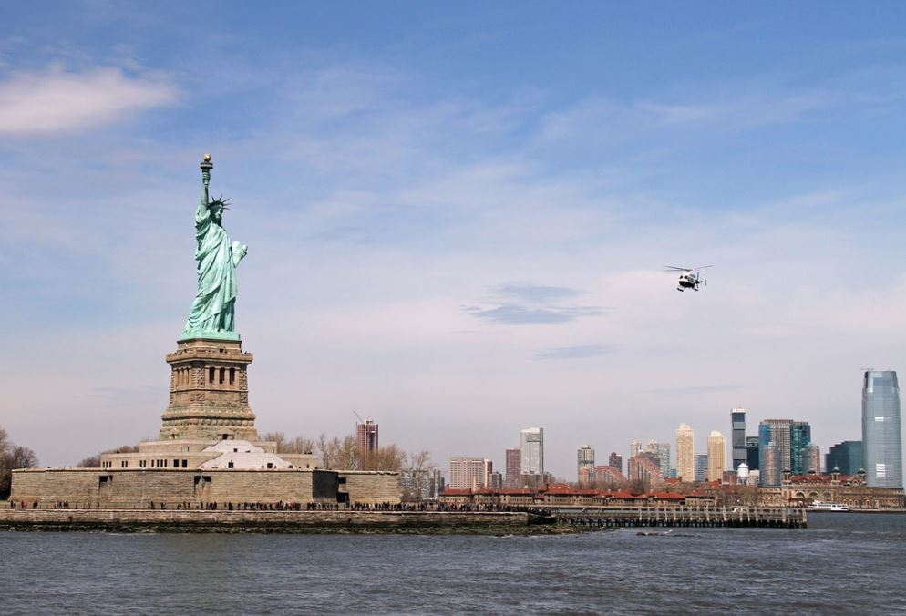 Statue of liberty liberty leading the people